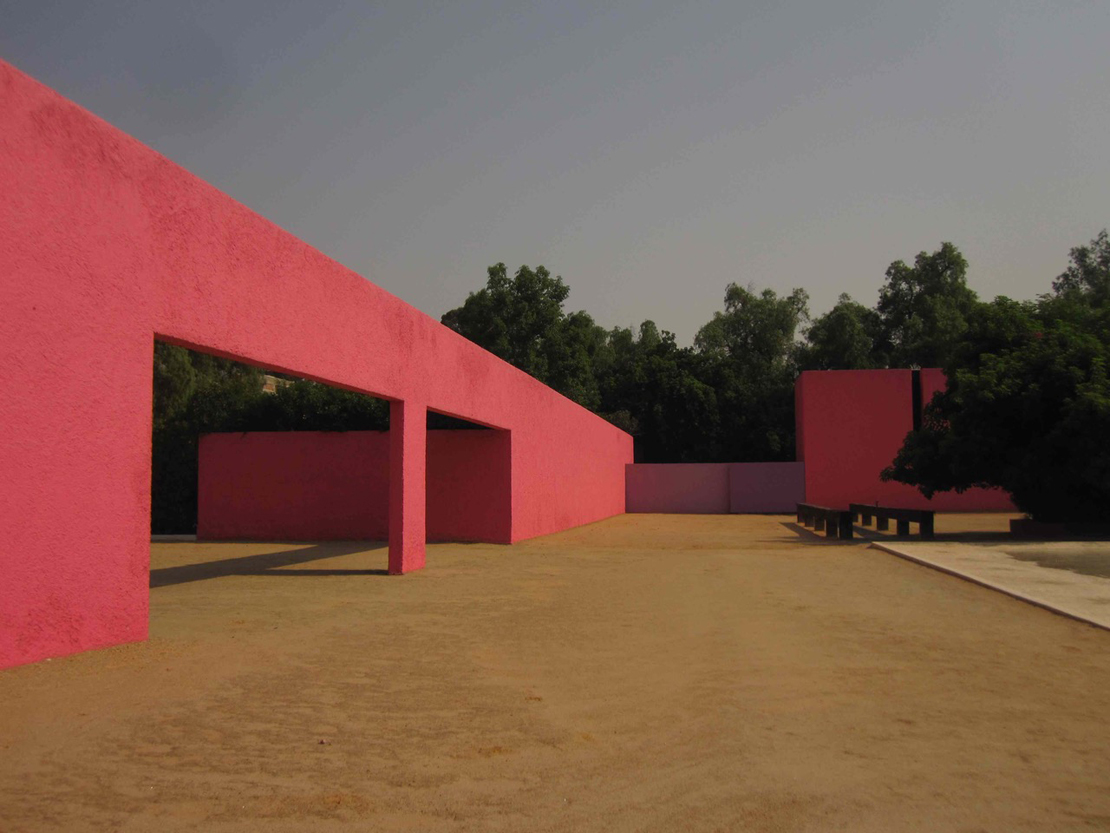 ルイス・バラガンの建築「サン・クリストバルの厩舎」