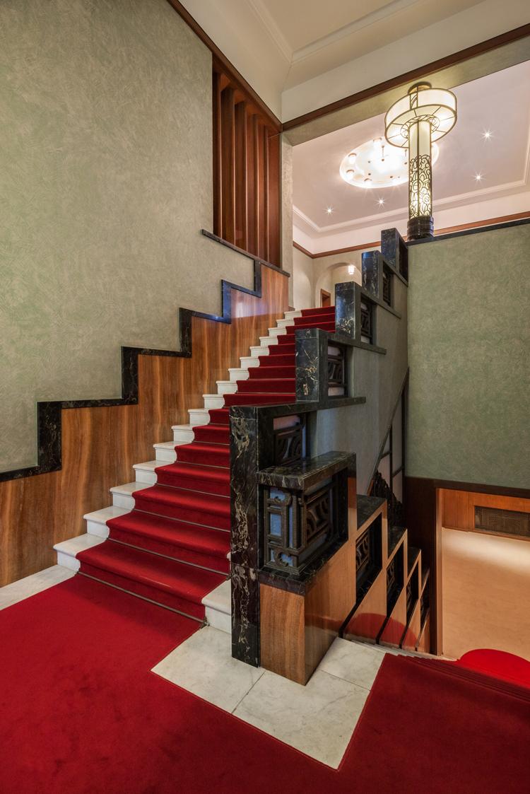 東京都庭園美術館 本館の第一階段