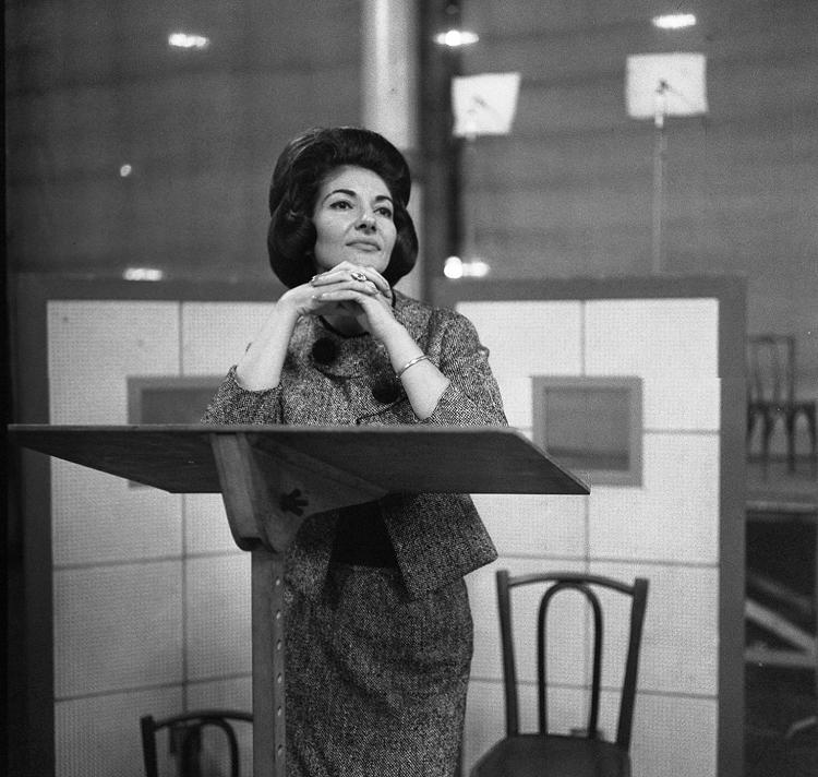 ロベール・ドアノー 《録音中のマリア・カラス、パテ・マルコーニ・レコードのスタジオにて》