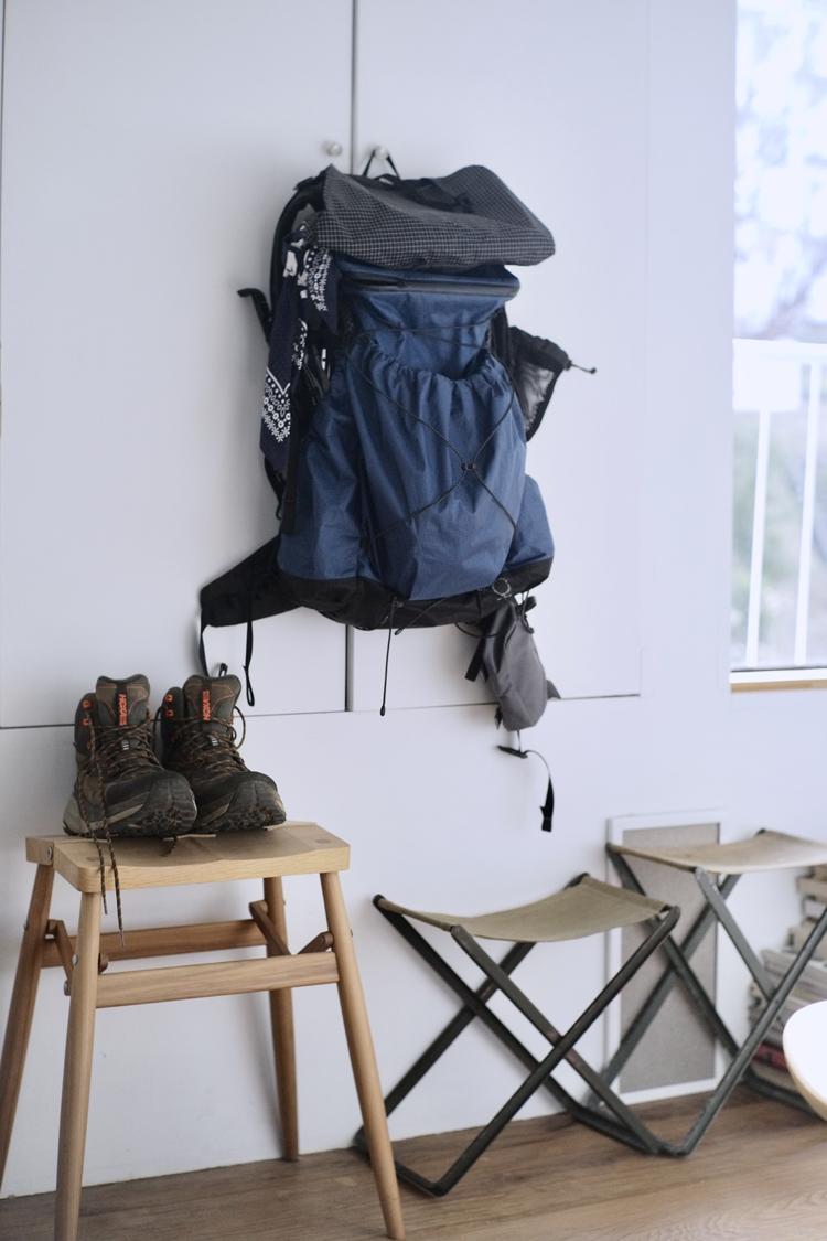 登山用のリュックと靴