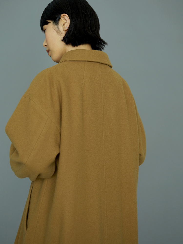 「CLASKA(クラスカ」発のアパレルブランド「D(ディー)」の服)