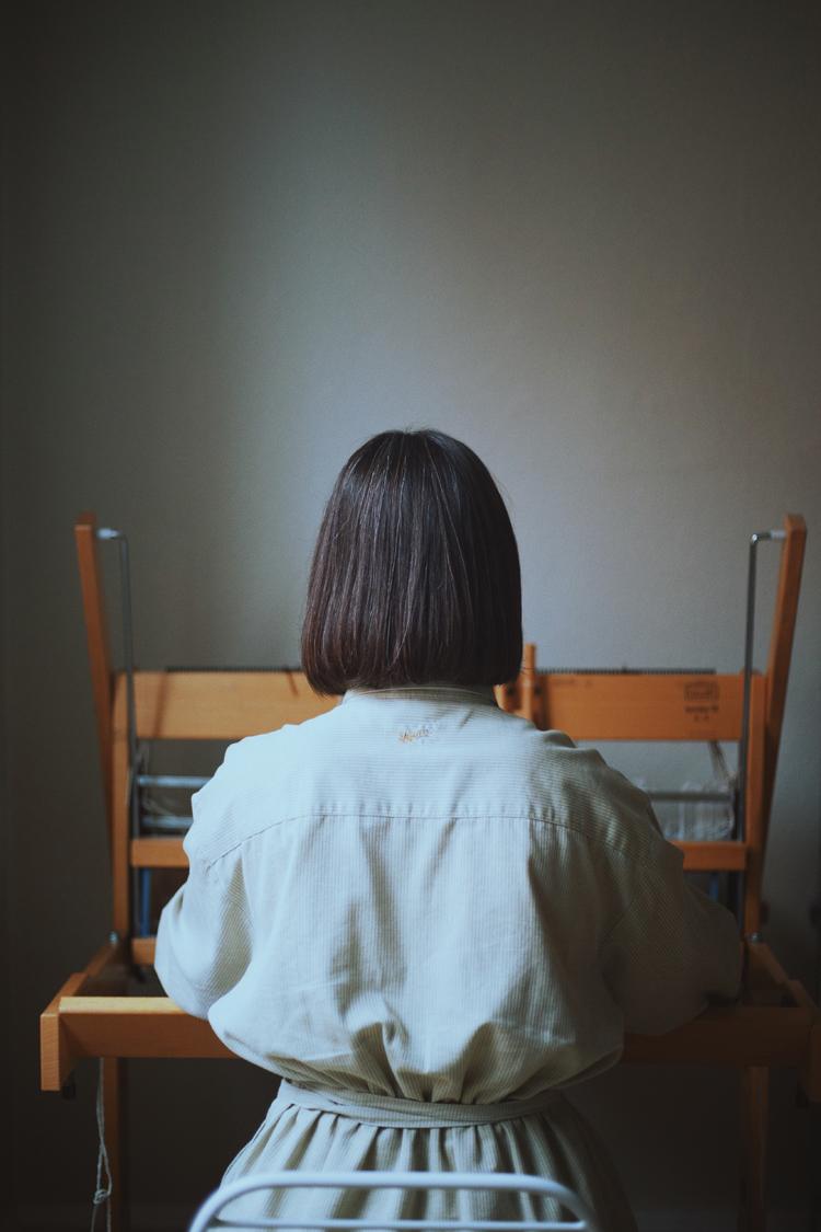 テキスタイルデザイナー・Emma Terweduwe(エマ・テルウェドウェ)さんの後ろ姿