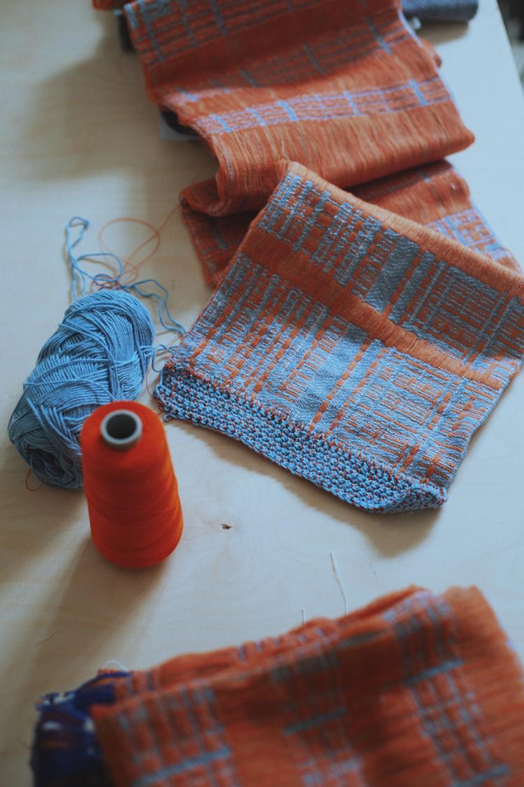 制作中の織物