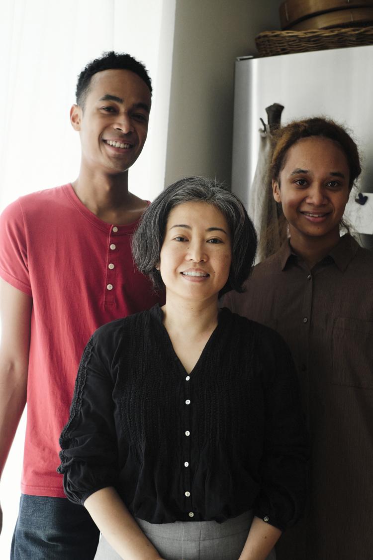 サルボ恭子さん一家の取材写真