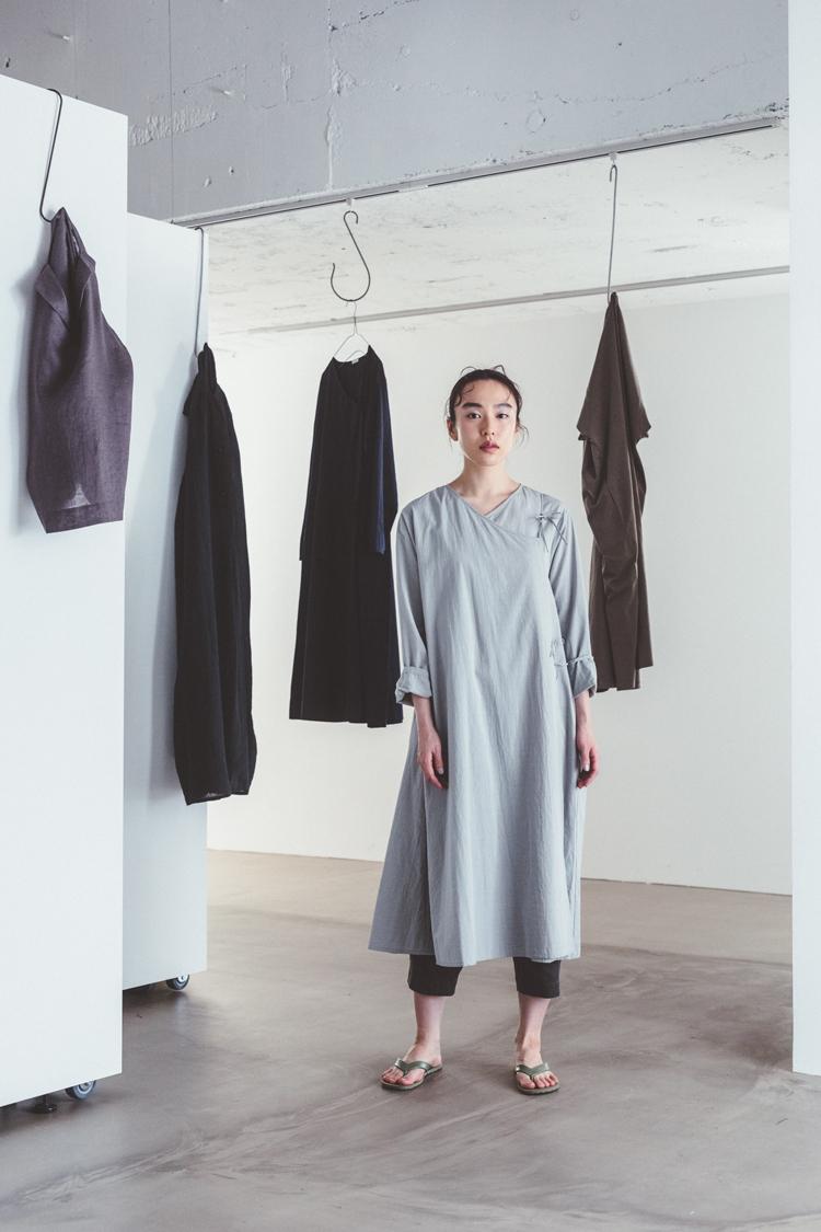 「CLASKA(クラスカ」発のアパレルブランド「HAU(ハウ)」の服