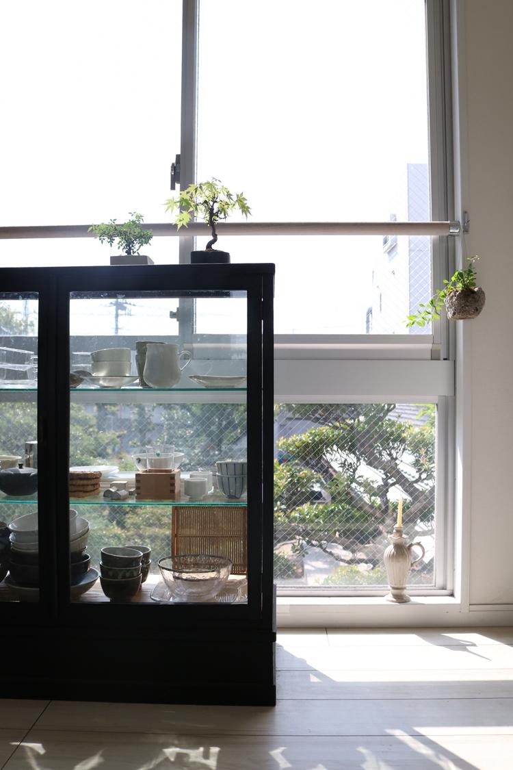 ガラスの食器棚