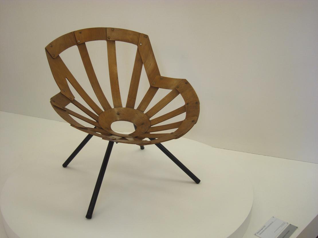 イタリアの建築家 Vittorio Gregotti の作品の椅子