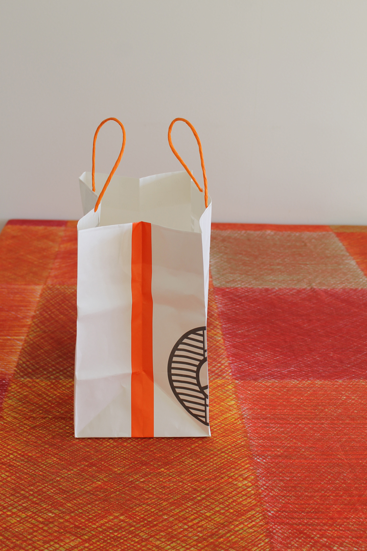 MICHEL CLAVISの紙製バッグ