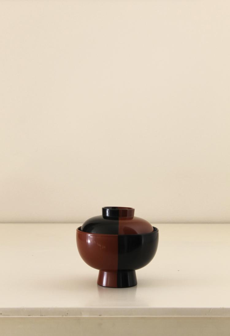 朱と黒の塗り分けのお椀