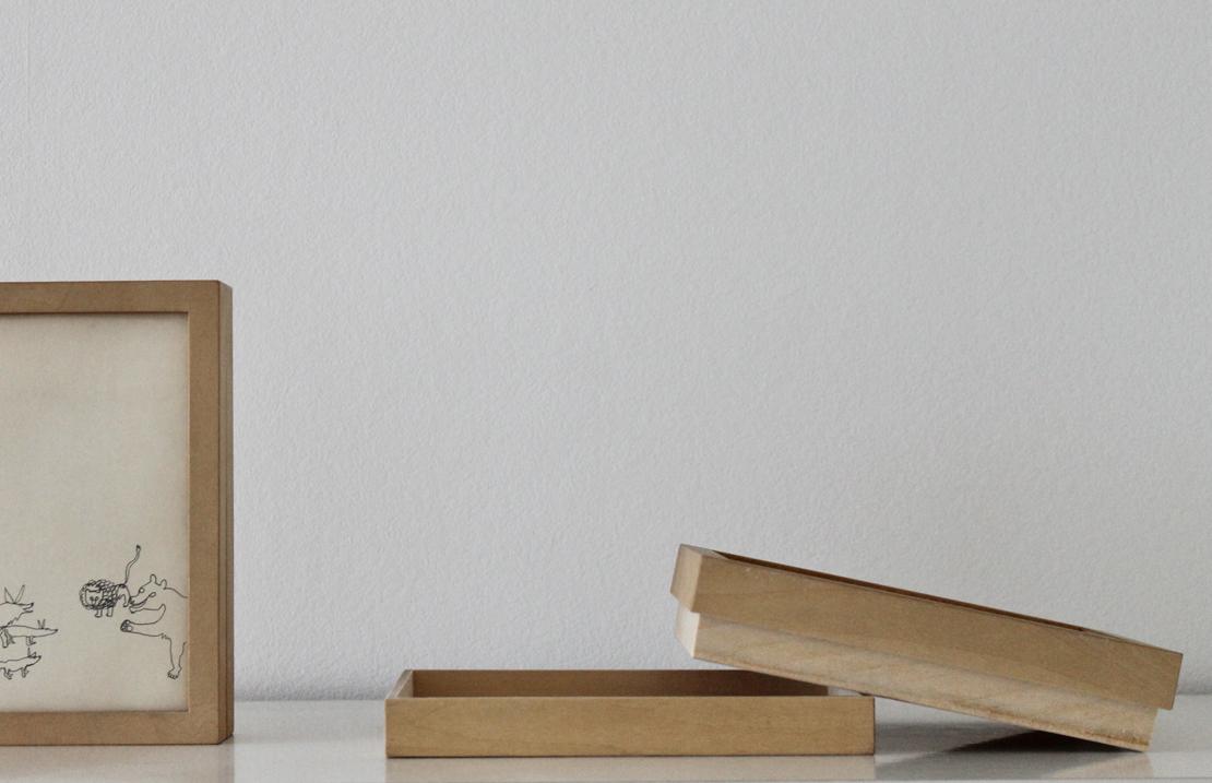ポストカードの収納とフレームを兼ねた木製BOX「FILE & FRAME POST CARD」