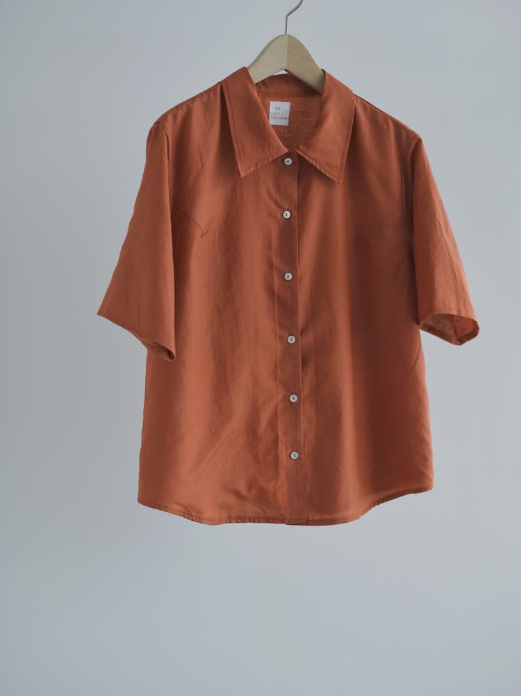 杏のコンフィチュールみたいなオレンジ色のコットンシルクシャツ