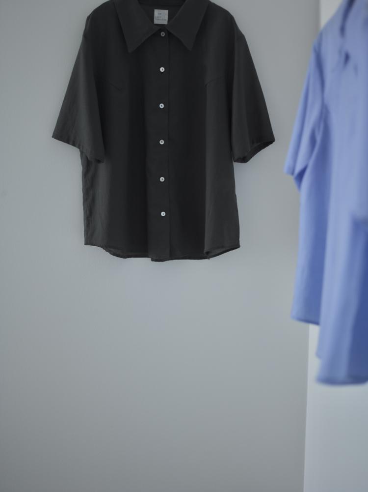 エレガントに涼感を纏うクールサマー・リヨセルコットンリネンシャツ