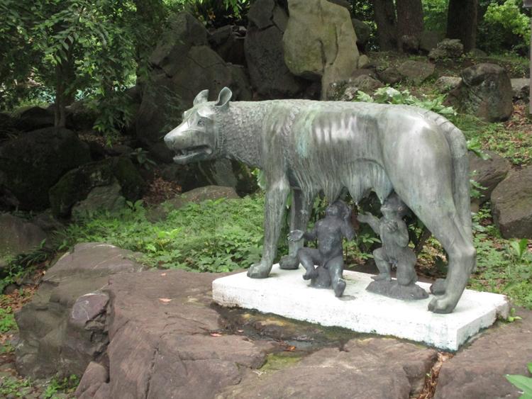 日比谷公園にある「ルーパ・ロマーナ」