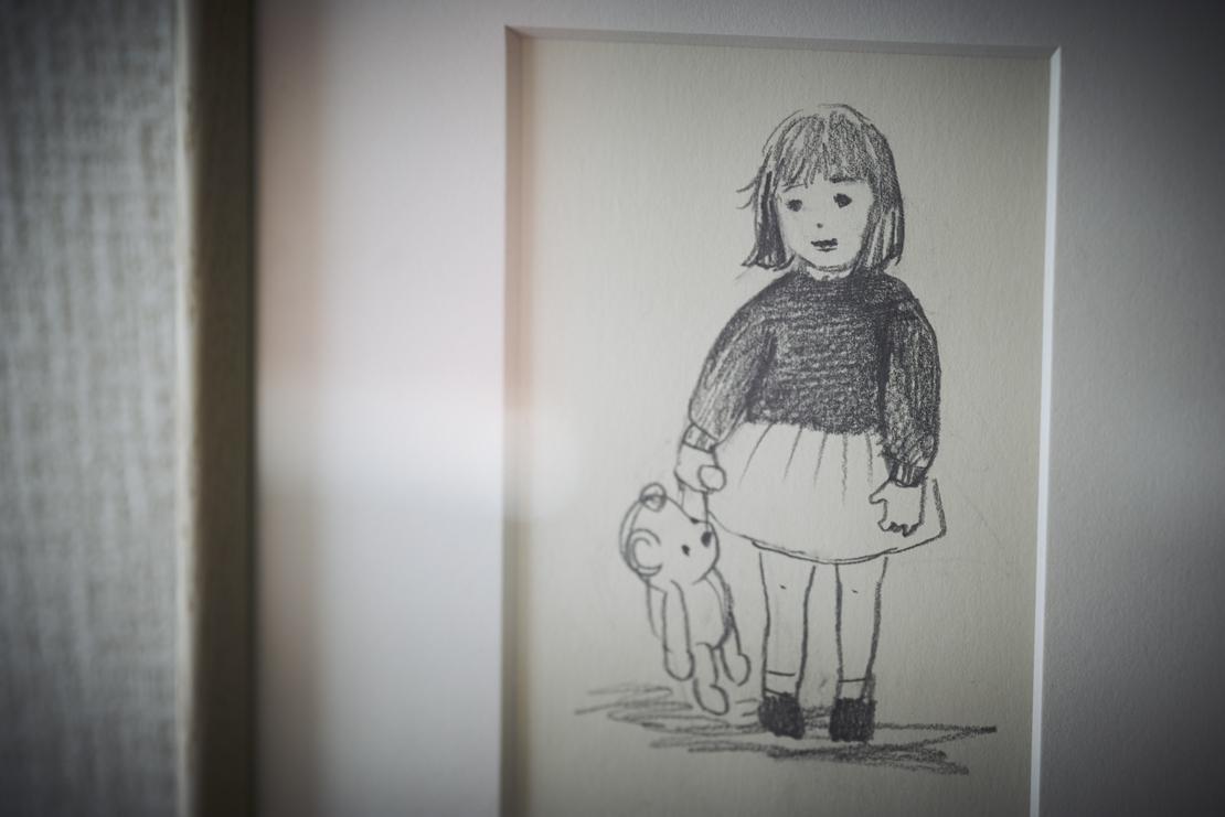 少女とぬいぐるみの絵