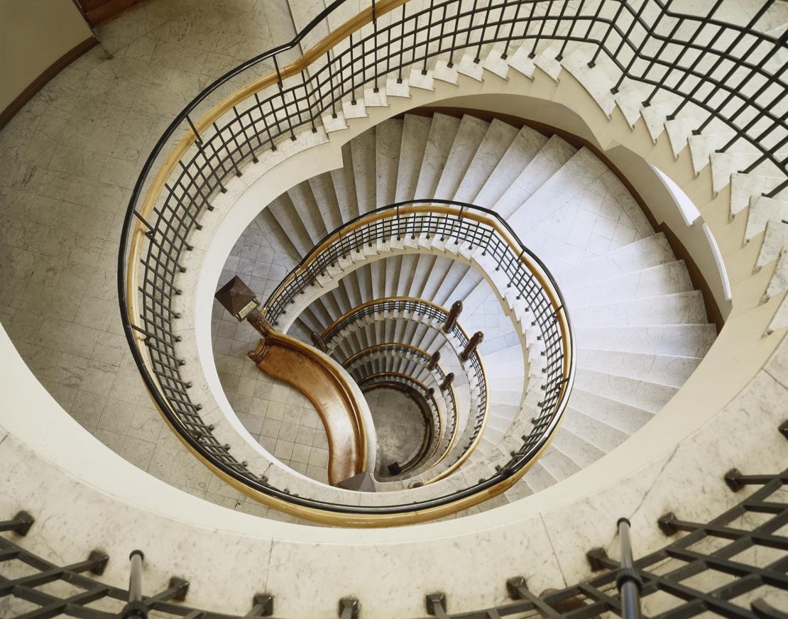 ポホヨラ保険会社ビルディング 中央らせん階段