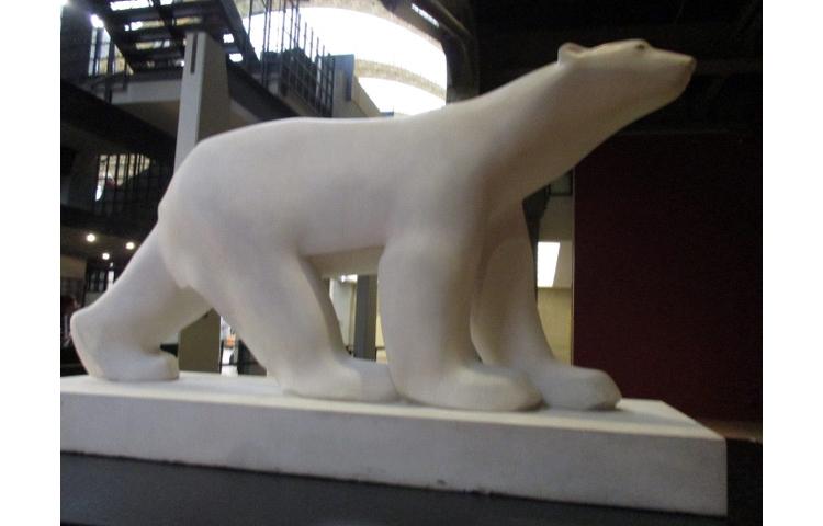 オルセー美術館に展示されている白熊