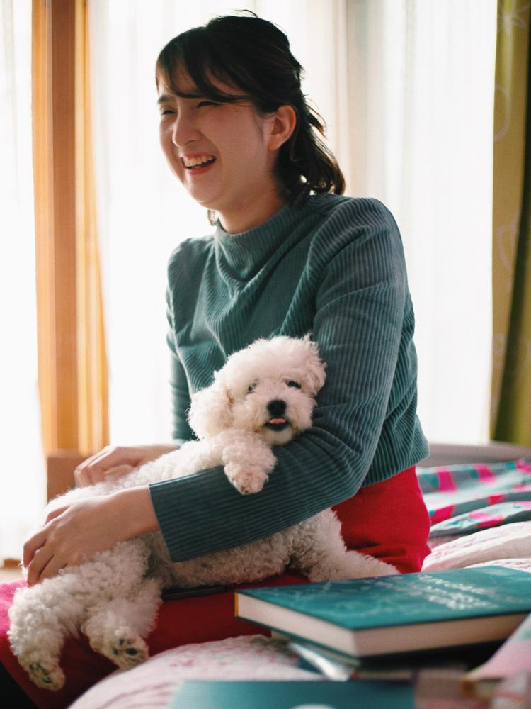 和田夏実さんと愛犬のトト